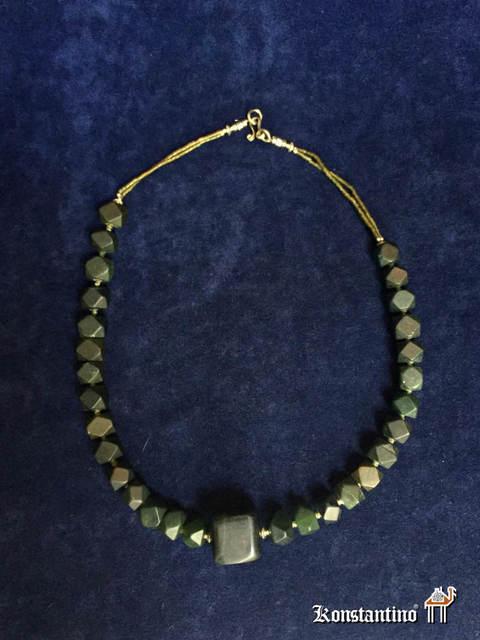 6d9c92f13509 30954-H. Collar de piedras talladas de Jade - Alfombras Konstantino